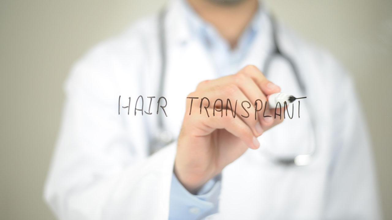Przeszczep włosów za granicą czy w Polsce?