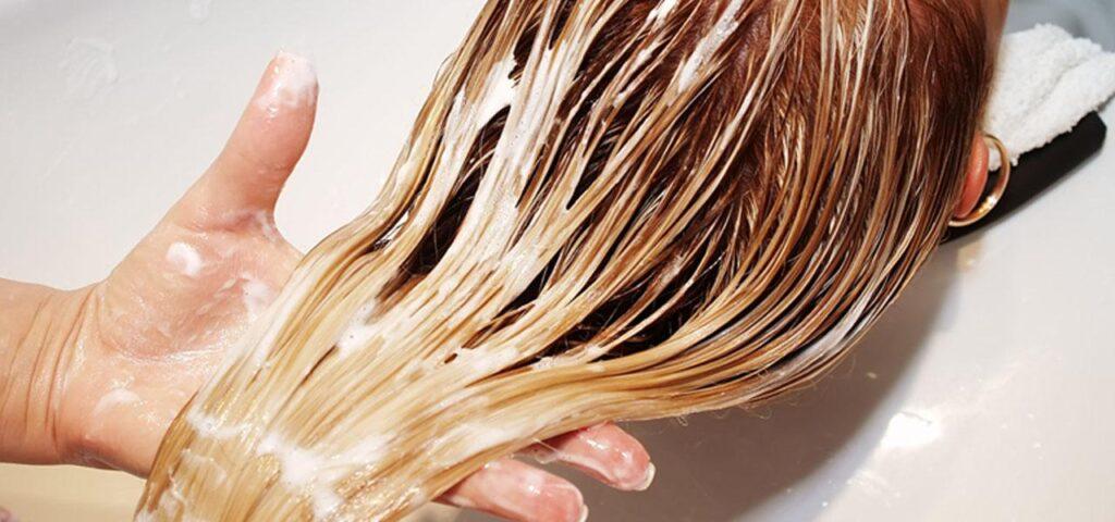 Peeling skóry głowy